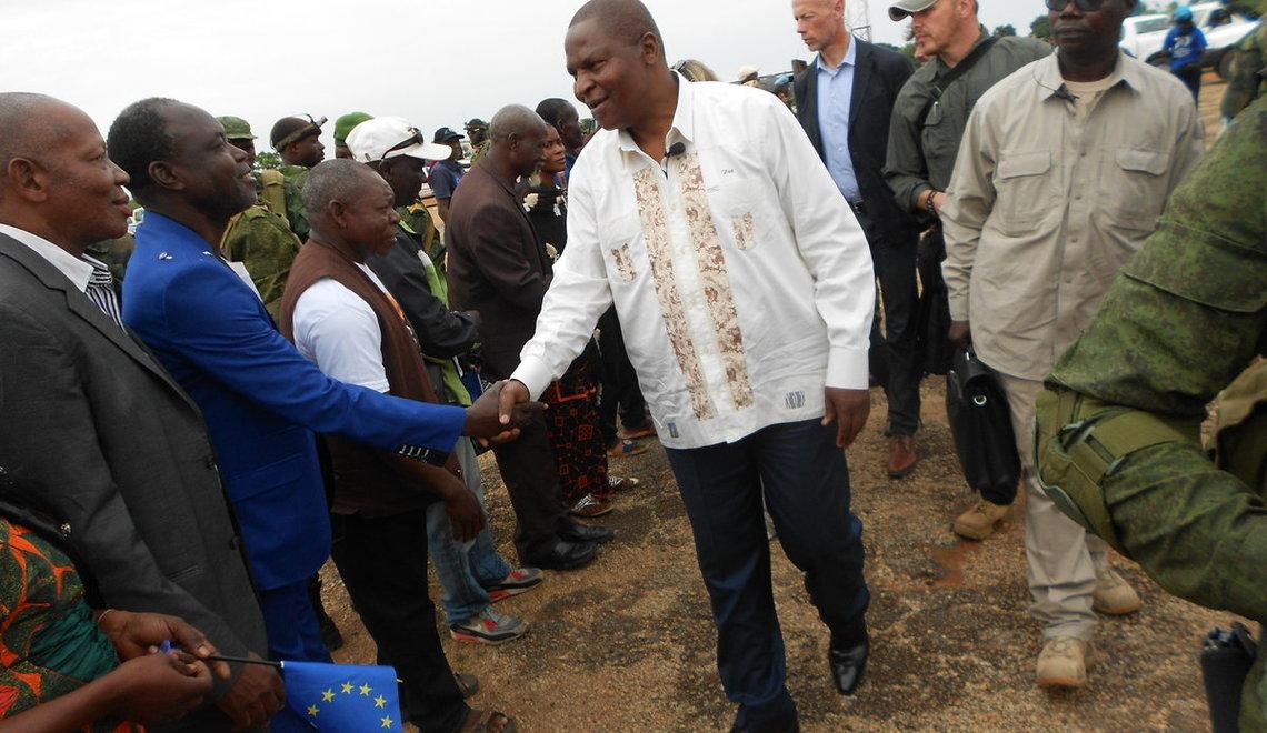 Le Président Touadera lance des projets et installe le CMOP à Bouar
