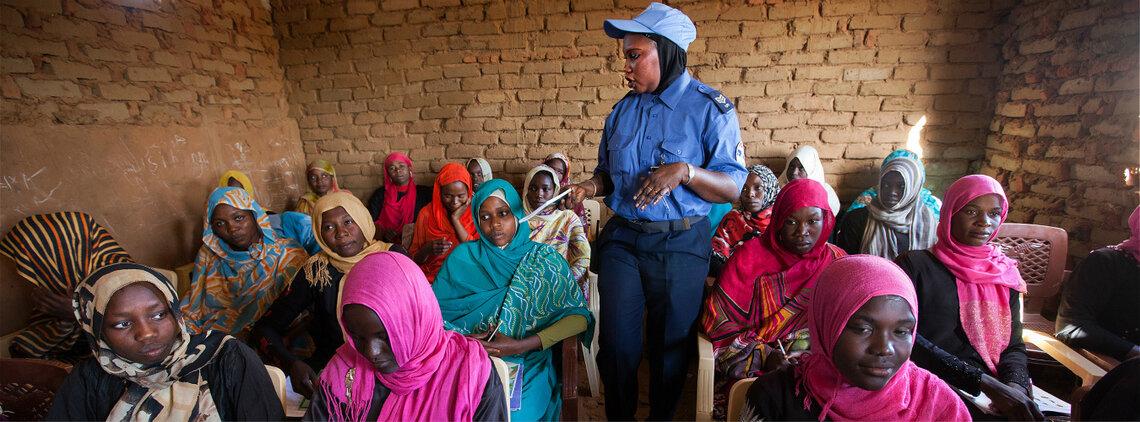 UNAMID (African Union - United Nations Mission in Darfur) Police Facilitates English Classes for Displaced Women in El Fasher, Sudan. UN Photo/Albert González Farran