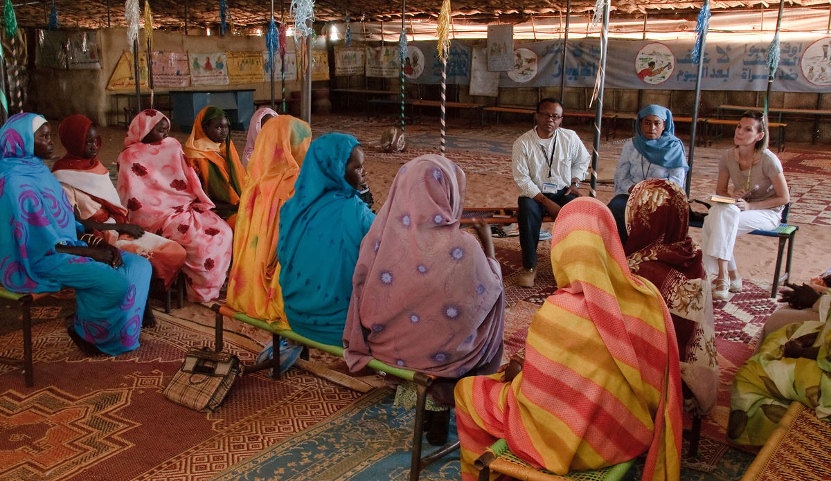 Meeting between IDP Women and UNAMID Civil Affairs in the Women Community Centre in Abu-Shouk Camp, Northern Darfur.