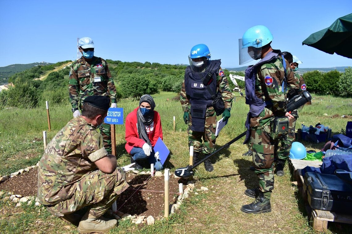 UNMAS builds national capacity both in the countries where it works and in peacekeeping missions. Ms. Zeina Saleh, an explosive ordnance disposal expert, trains peacekeepers in Lebanon. © UNMAS/Omar Diab
